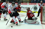 01.Mai 2012; Kloten; Eishockey - Schweiz - Kanada; Damien Brunner (SUI) gegen Ryan Murray und Torhueter Cam Ward (CAN)<br />  (Thomas Oswald)