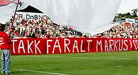 FOTBALL tippeligaen FFK FREDRIKSTAD - HAMKAM 13. august 2005<br /> FFK-supporterene hyllet Markus Ringberg for kampstart på Fredrikstad stadion<br /> FOTO KURT PEDERSEN / DIGITALSPORT