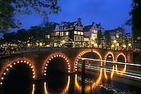 Holanda. Amsterdam..Vista nocturna del Canal Herengracht.<br /> <br /> © JOAN COSTA...