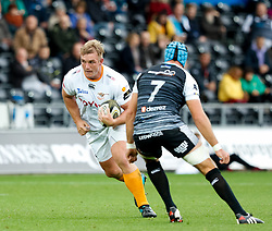 Luan de Bruin of Cheetahs lines up Justin Tipuric of Ospreys<br /> <br /> Photographer Simon King/Replay Images<br /> <br /> Guinness PRO14 Round 2 - Ospreys v Cheetahs - Saturday 8th September 2018 - Liberty Stadium - Swansea<br /> <br /> World Copyright © Replay Images . All rights reserved. info@replayimages.co.uk - http://replayimages.co.uk