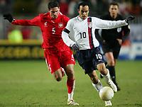 Fotball<br /> 01.03.2006<br /> Foto: Witters/Digitalsport<br /> NORWAY ONLY<br /> <br /> Arkadiusz Radomski Polen, Landon Donovan<br /> Testspiel USA - Polen