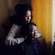 Mongolia. Ulaanbaatar. Massage and traditional medicine in Oulan Bator   / massage et médecine traditionnelle à OulanBator  / 82    L921012f  /  P0002767