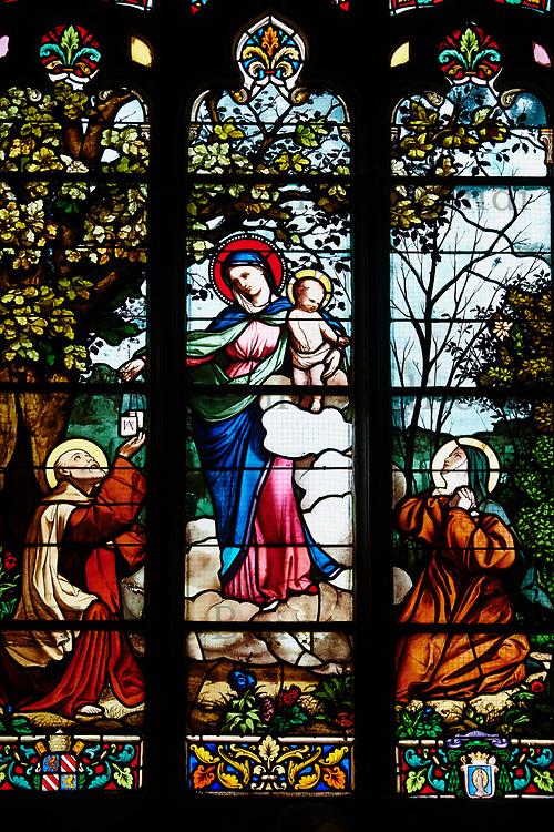 France, Finistère (29), Le Folgoêt, La basilique Notre-Dame, vitrail du Maitre-Autel // France, Brittany, Finistere, Le Folgoet, Notre Dame cathedral, church window