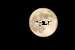 THEMENBILD - eine Drohne fliegt auf den Mai-Vollmond zu. Gleichzeitig ist er auch der letzte Supermond des Jahres. Aufgenommen am 06. Mai 2020 in Kals am Grossglockner, Österreich // a drone is flying towards the full moon. It is also the last super moon of the year. May 06, 2020, Kals, Austria. EXPA Pictures © 2020, PhotoCredit: EXPA/ Johann Groder