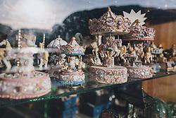 THEMENBILD - Spielzeug Karusselle in einem Verkaufsfenster während der Corona Pandemie, aufgenommen am 17. April 2019 in Hallstatt, Österreich // Toy carousels in a sales window during the Corona Pandemic in Hallstatt, Austria on 2020/04/17. EXPA Pictures © 2020, PhotoCredit: EXPA/ JFK