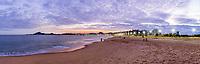 Brasil - ES - Vitoria - Vista Panoramica da Praia de Camburi ao anoitecer. Foto: David Protti.