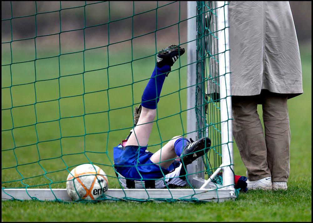 Nederland, Abcoude, 14 februari 2004.<br /> Voetbal, Nationaal, Competitie, Pupillen-F.<br /> Abcoude F<br /> Tijd: 14.21 uur.<br /> Foto:Klaas Jan van der Weij.