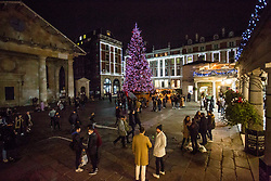 © Licensed to London News Pictures.05/12/2020. London, UK. Londoners are seen making the most of the first Saturday night out in Covent Garden, central London as second national lockdown has ended. Photo credit: Marcin Nowak/LNP