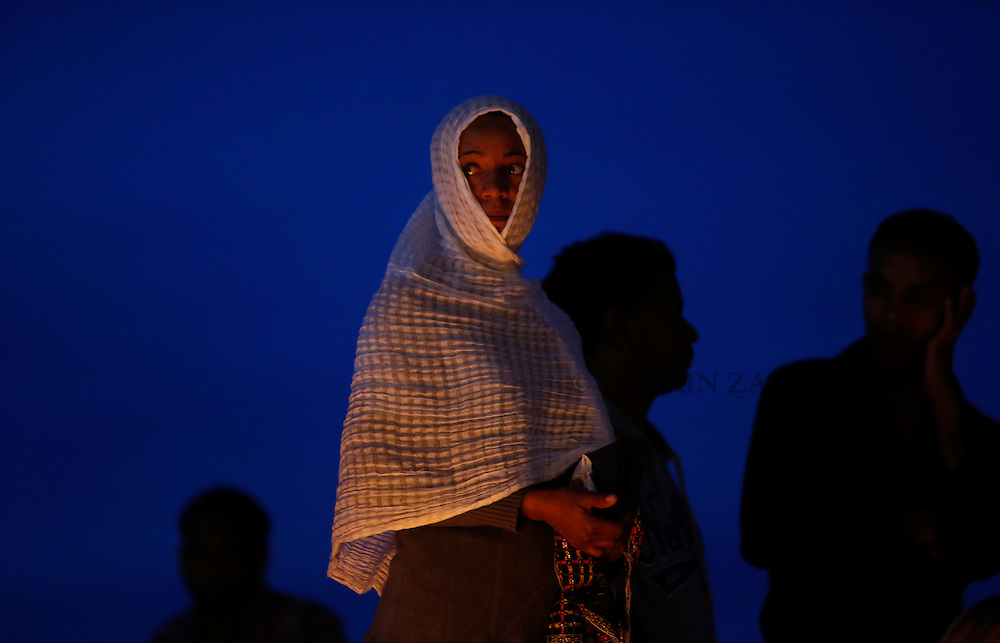Migrants take part in a candlelight vigil to commemorate migrants who died at sea in Sliema, outside Valletta, April 22, 2015. European Union leaders who decided last year to halt the rescue of migrants trying to cross the Mediterranean will reverse their decision on Thursday at a summit hastily convened after nearly 2,000 people died at sea.  Public outrage over the deaths peaked this week after up to 900 migrants died last Sunday when their boat sank on its way to Europe from Libya. <br /> REUTERS/Darrin Zammit Lupi MALTA OUT. NO COMMERCIAL OR EDITORIAL SALES IN MALTA