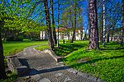 Park obok renesansowego zamku w Suchej Beskidzkiej, Polska<br /> Park next to the Renaissance castle in Sucha Beskidzka, Poland