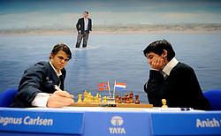 17-01-2011 SCHAKEN: TATA STEEL CHESS TOURNAMENT: WIJK AAN ZEE Anish Giri heeft in de derde ronde van het Tata Steel Schaaktoernooi in Wijk aan Zee voor een grote verrassing gezorgd. De 16-jarige schaker uit Rijswijk versloeg maandag in recordtempo de Noor Magnus Carlsen NOO<br /> ©2010-WWW.FOTOHOOGENDOORN.NL