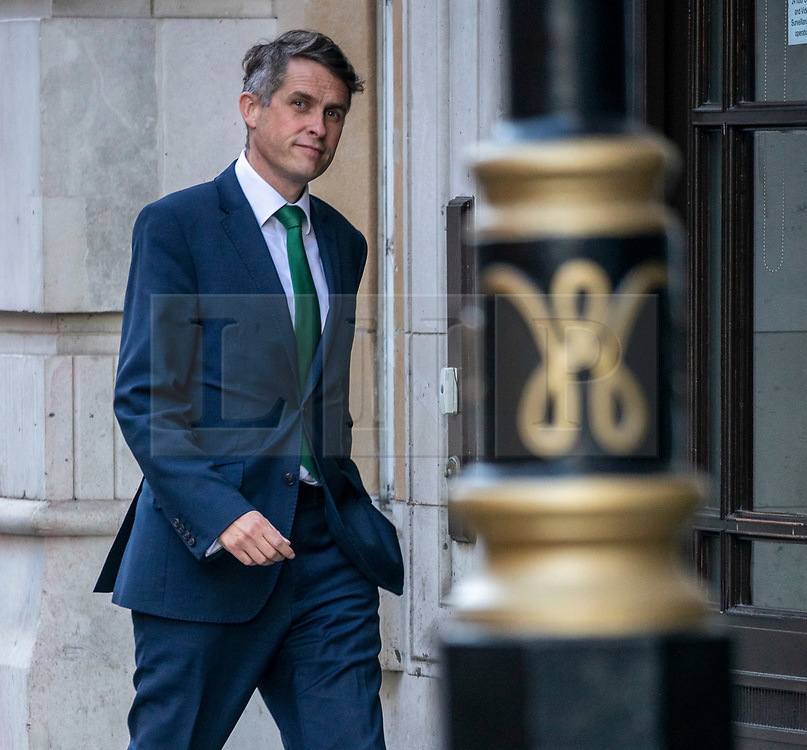 © Licensed to London News Pictures. 26/08/2020. London, UK. Education Secretary Gavin Williamson arrives at his office in Westminster this morning. The Education Secretary announced last night announced that face coverings will be compulsory in communal areas of schools covered by lockdowns in an apparent U-turn by the Government .Photo credit: Alex Lentati/LNP
