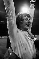 Fotball<br /> Foto: Colorsport/Digitalsport<br /> NORWAY ONLY<br /> <br /> Jan Tomaszewski the polish Goalkeeper celebrates at the end of the game. England v Poland 17/10/73.