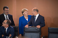 DEU, Deutschland, Germany, Berlin, 21.08.2019: Bundesfinanzminister Olaf Scholz (SPD) und Bundeskanzlerin Dr. Angela Merkel (CDU) vor Beginn der 64. Kabinettsitzung im Bundeskanzleramt.