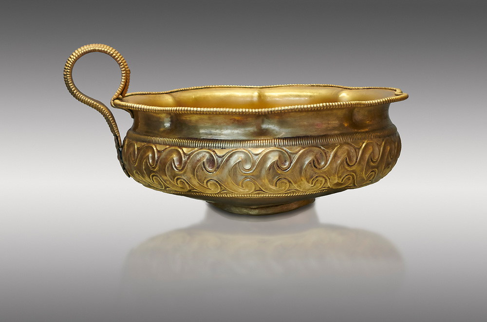 Mycenaean gold cup with ivy leaf decoration from the Mycenaean cemetery of Midea tomb 10, Dendra, Greece. National Archaeological Museum Athens Cat no 8743. .<br /> <br /> If you prefer to buy from our ALAMY PHOTO LIBRARY  Collection visit : https://www.alamy.com/portfolio/paul-williams-funkystock/mycenaean-art-artefacts.html . Type -   Athens    - into the LOWER SEARCH WITHIN GALLERY box. Refine search by adding background colour, place, museum etc<br /> <br /> Visit our MYCENAEN ART PHOTO COLLECTIONS for more photos to download  as wall art prints https://funkystock.photoshelter.com/gallery-collection/Pictures-Images-of-Ancient-Mycenaean-Art-Artefacts-Archaeology-Sites/C0000xRC5WLQcbhQ