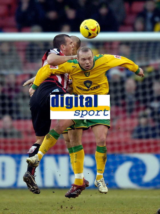 Photo: Jed Wee.<br />Sheffield United v Norwich City. Coca Cola Championship.<br />26/12/2005.<br />Norwich's Simon Charlton (R) is given a difficult time by Sheffield United's Neil Shipperley.