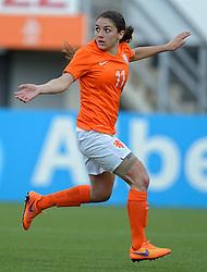 20-05-2015 NED: Nederland - Estland vrouwen, Rotterdam<br /> Oefeninterland Nederlands vrouwenelftal tegen Estland. Dit is een 'uitzwaaiwedstrijd'; het is de laatste wedstrijd die de Nederlandse vrouwen spelen in Nederland, voorafgaand aan het WK damesvoetbal 2015 / Daniëlle van de Donk #11