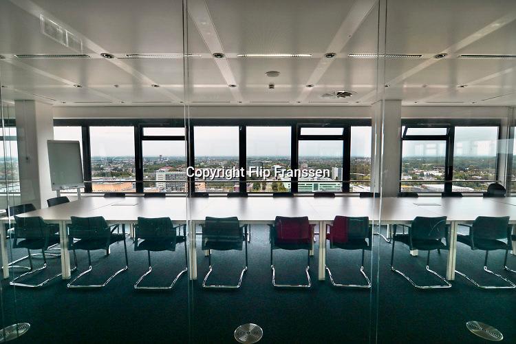 Nederland, Nijmegen, 8-7-2016Campus heyendaal .Het Ersmusgebouw van de radboud universiteit, ru, waar de faculteit letteren, studies gehuisvest zijn. op de bovendste verdieping is een panorama op de omgeving . Deze etage is gereserveerd voor vergaderingen en besprekingen .Foto: Flip Franssen