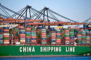 Nederland, the Netherlands, Rotterdam, 8-2-2020 Containeroverslag in de rotterdamse haven op de 2e maasvlakte, bij ECT en de euromax terminal. Een chinees schip wordt gelost.FOTO: FLIP FRANSSEN