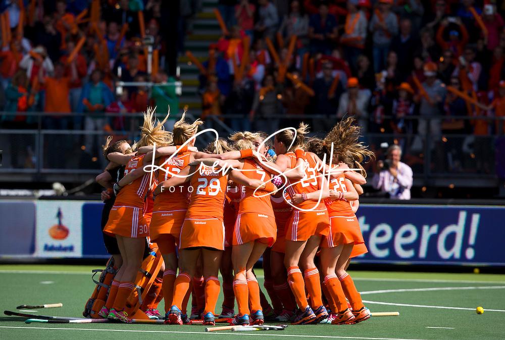 DEN HAAG - Feestend Oranje na de finale om de World Cup Hockey 2014 tussen de vrouwen van Nederland en Australie. Nederland wint de finale met 2-0. ANP KOEN SUYK