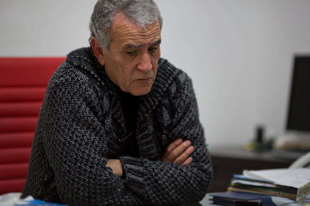 En Tunisie la peur s'installe. Omar Shabou, fondateur du journal Tunisien Le Maghreb. il figure sur une  une liste noire des personnes a assasiner, publie sur des pages facebook salafistes. Lui-meme y figure en 3e position. Tunis, 10-02-2013