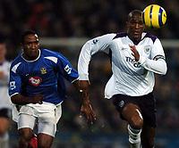 Fotball<br /> England 2004/2005<br /> Foto: BPI/Digitalsport<br /> NORWAY ONLY<br /> <br /> 20/11/2004 <br /> Portsmouth v Manchester City<br /> FA Barclays Premiership, Fratton Park<br /> <br /> Ricardo Fuller chases Sylvain Distin