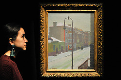 """© Licensed to London News Pictures. 17/11/2017. London, UK.  London, UK.  17 November 2017. A staff member views """"A London Scene in Snow"""", 1917-18, by Harold Gilman (Est. GBP 150-250k).  Preview upcoming auctions of Modern & Post War British Art and Scottish Art taking place at Sotheby's, New Bond Street, on 21 and 22 November. Photo credit: Stephen Chung/LNP"""