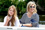 Het koninklijk gezin maakt een vaartocht over de Kagerplassen en poseert op de kade tijdens de jaarlijkse zomerfotosessie.<br /> <br /> The royal family makes a cruise on the Kagerplassen and pose on the quay during the annual summer photography session.<br /> <br /> Op de foto / On the photo: