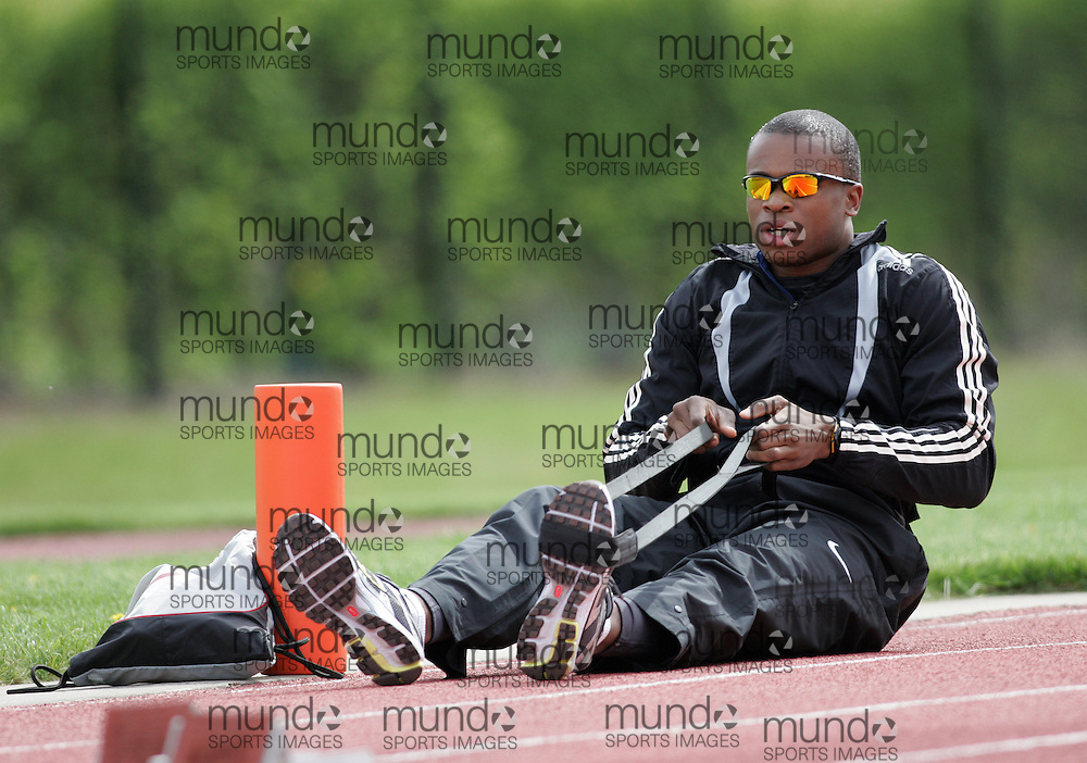 (Canton, USA---07 May 2010) Oluseyi Smith warms up for the 4x100m relay  at the St Lawrence University Saints twilight track and field competition. Sean Burges / Mundo Sport Images, 2010. www.mundosportimages.com