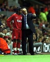 Fotball<br /> Kvalifisering til Champions League<br /> Liverpool v Grazer<br /> Anfield Road<br /> 24. august 2004<br /> Foto: Digitalsport<br /> NORWAY ONLY<br /> Liverpool-manager Rafael Benitez og Florent Sinama-Pongolle