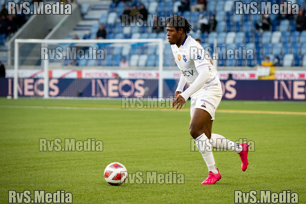 LAUSANNE, SWITZERLAND - SEPTEMBER 22: Marc Fred Tsoungui #22 of FC Lausanne-Sport in action during the Swiss Super League match between FC Lausanne-Sport and BSC Young Boys at Stade de la Tuiliere on September 22, 2021 in Lausanne, Switzerland. (Photo by Basile Barbey/RvS.Media/)