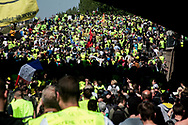 Every single protester wear the yellow vest.