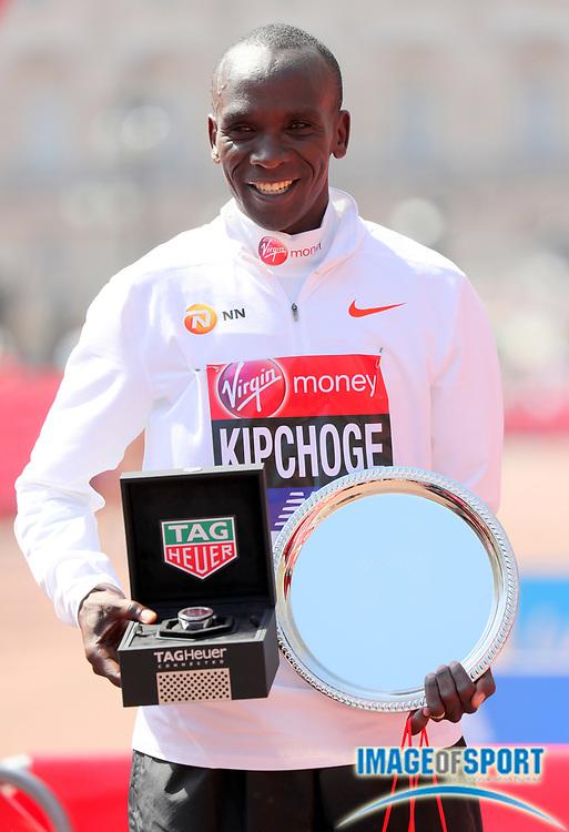 Eliud Kipchoge (KEN) poses after winning the London Marathon in 2:04:17  in London, Sunday, April 22, 2018. (Jiro Mochizuki/Image of Sport)