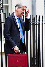2017-11-22 Chancellor Philip Hammond leaves Downing Street to present budget