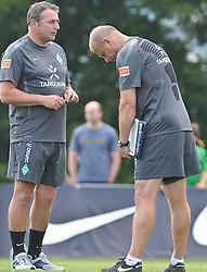 21.07.2010, Golfplatz, Donauschingen, GER, Trainingslager Werder Bremen 1. FBL 2010 - Day03 im Bild      Diener von Thomas Schaaf ( Werder  - Trainer  COACH) an Klaus Allofs  (Geschäftsführer Profifußball - GER)EXPA Pictures © 2010, PhotoCredit: EXPA/ nph/  Kokenge+++++ ATTENTION - OUT OF GER +++++ / SPORTIDA PHOTO AGENCY