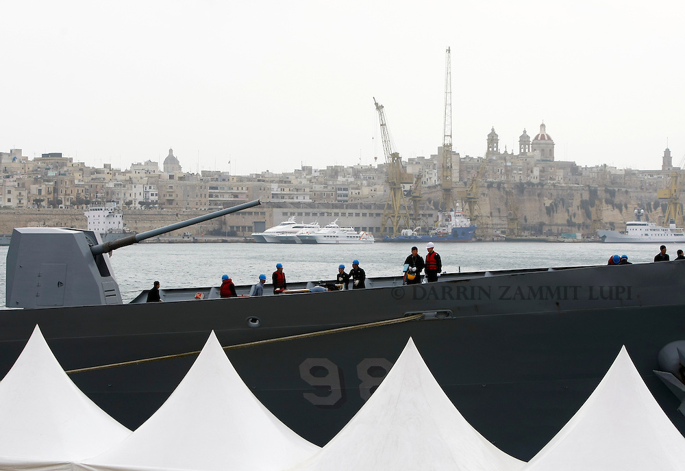 The South Korean Navy destroyer Choi Young arrives in Valletta's Grand Harbour March 4, 2011.  The ship evacuated 32 South Korean nationals from Tripoli, according to an embassy official.  Over 14,000 people have been evacuated from Libya to Malta since the crisis broke out, according to local officials..REUTERS/Darrin Zammit Lupi (MALTA)