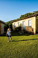 Casa colonial na Praia dos Naufragados. Florianópolis, Santa Catarina, Brazil. / Colonial architecture house at Naufragados Beach. Florianopolis, Santa Catarina, Brazil.