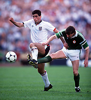 Fotball<br /> EM-sluttspillet 1988<br /> England v Irland<br /> Foto: Digitalsport<br /> Norway Only<br /> Ronnie Whelan, Irland, og Neil Webb, England