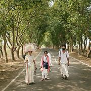 Hindu pilgrims walking to a shrine along the highway near Bangalore, Karnataka province. circumambulating the holy Naramda river.<br /> Madhya Pradesh Province.
