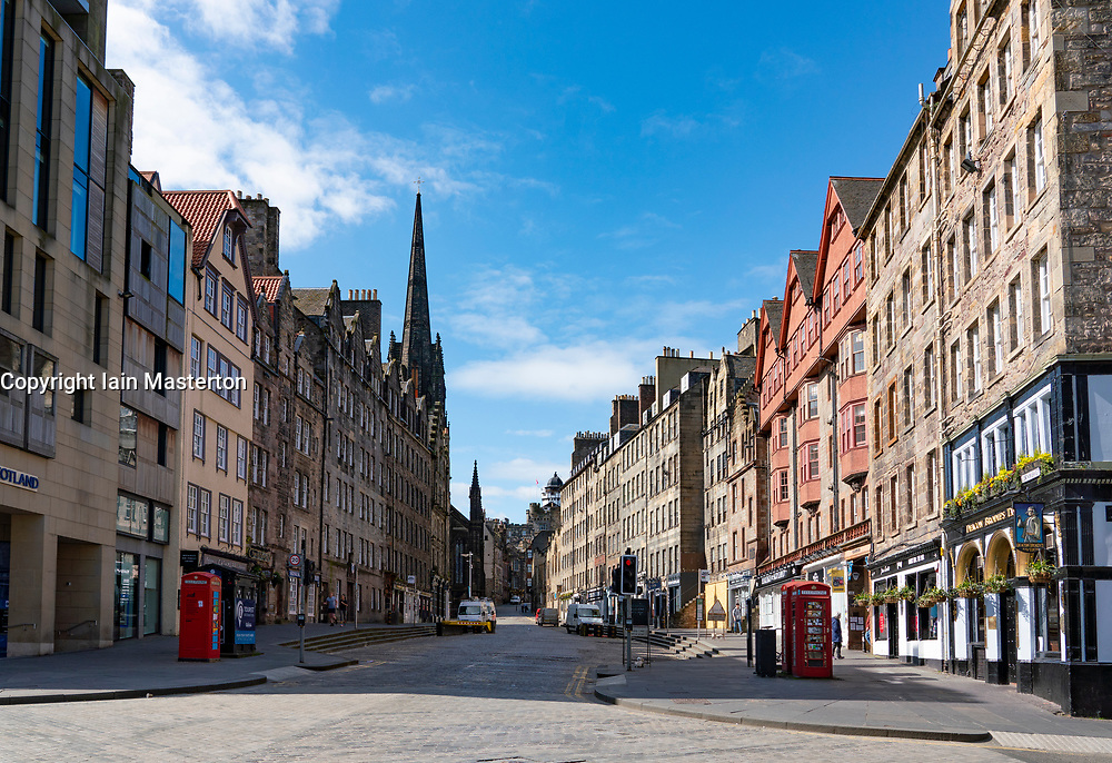 Edinburgh, Scotland, UK. 8 April 2020. Images from Edinburgh during the continuing Coronavirus lockdown. Pictured; View of an empty Royal Mile at Lawnmarket