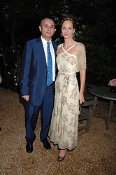 TRINNY WOODALL and her husband JONNY ELICHAOFF at the annual Cartier Chelsea Flower Show dinner held at the Chelsea Physic Garden, London on 21st May 2007.<br />