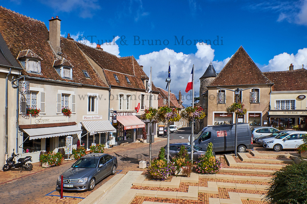 France, Cher (18), le Berry, village de Sancerre, Nouvelle Place // France, Cher 18, Sancerre village