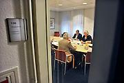 Nederland, Millingen, 18-10-2011Gemeeente Millingen a/d/ Rijn. Burgemeester Schuurmans overlegt met wethouders in een kamer in het gemeentehuis van Groesbeek. Millingen, Groesbeek, en Ubbergen onderzoeken de mogelijkheid om te fuseren tot een gemeente in de regio Nijmegen.Foto: Flip Franssen/Hollandse Hoogte
