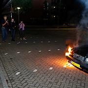 NLD/Huizen/20100610 - Autobrand aan de Plecht in Huizen, pers ruim vertegenwoordigd