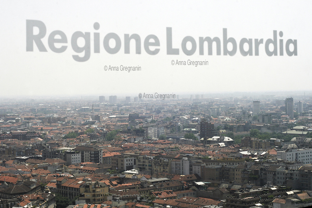 - Milan, the city's panorama from the 31st floor of the Pirelli skyscraper, headquarters of Lombardy Region Authority....- Milano, panorama della città dal 31mo piano del grattacielo Pirelli, sede della Regione Lombardia