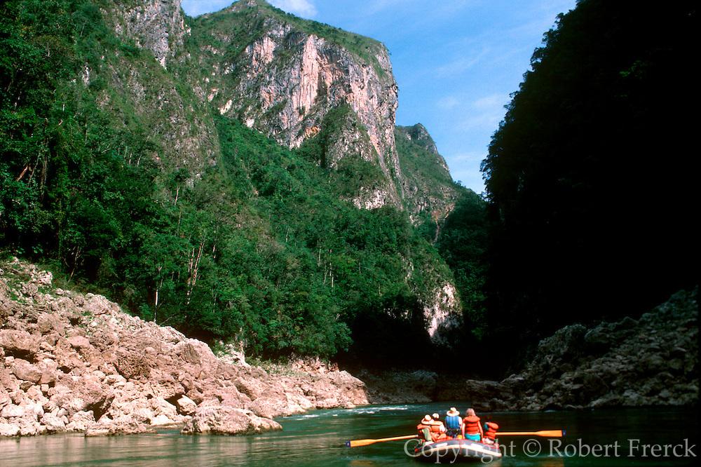 MEXICO, MAYAN, CHIAPAS Usumacinta River rafting trip
