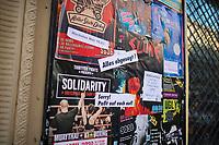 DEU, Deutschland, Germany, Berlin, 24.03.2020: Hauswand mit Plakaten, die auf Konzerte von Bands und andere Veranstaltungen im Kreuzberger Club SO36 hinweisen. Alle Veranstaltungen mussten abgesagt werden. Um die Ausbreitung des Corona-Virus zu stoppen, sind alle kulturellen Einrichtungen in ganz Deutschland bis auf weiteres geschloßen. Auswirkungen der Pandemie, Coronavirus (Covid-19), Corona auf das öffentliche Leben in Berlin.