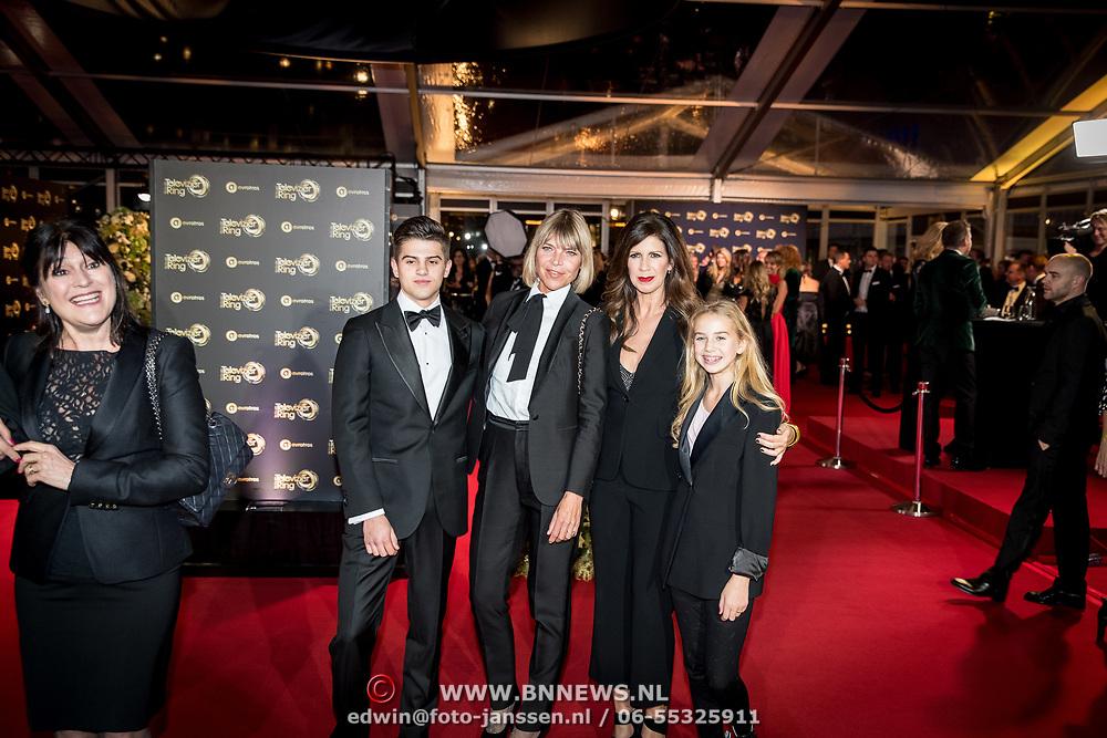 NLD/Amsterdam/20171012 - Televizier-ring Gala 2017, Medina Schuurman, Isa Hoes en kinderen Merlijn, Vlinder