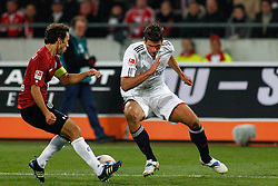 23.10.2011, AWD-Arena, Hannover, GER, 1.FBL, Hannover 96 vs FC Bayern Muenchen, im Bild Mario Gomez (Muenchen #33) und Steven Cherundolo (Hannover #6) .// during the match from GER, 1.FBL, Hannover 96 vs FC Bayern Muenchen on 2011/10/23, AWD-Arena, Hannover, Germany. .EXPA Pictures © 2011, PhotoCredit: EXPA/ nph/  Schrader       ****** out of GER / CRO  / BEL ******