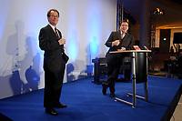 13 JAN 2003, BERLIN/GERMANY:<br /> Franz Muentefering (L), SPD Fraktionsvorsitzender, und Gerhard Schroeder (R), SPD Bundeskanzler, Neujahrsempfang der SPD Bundestagsfraktion, Fraktionsebene, Deutscher Bundestag<br /> IMAGE: 20030113-02-058<br /> KEYWORDS: Gespräch, Franz Müntefering, Gerhard Schröder, Rede